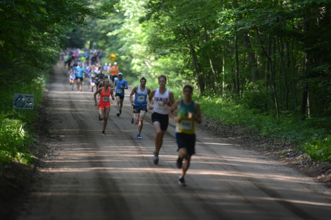 RUNNERS ON ROAD